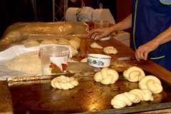Вкусные рецепты: свекольно-сырный салат, Персиковые тартинки с кремом «Амаретто», куриный рулет (один из тысячи)